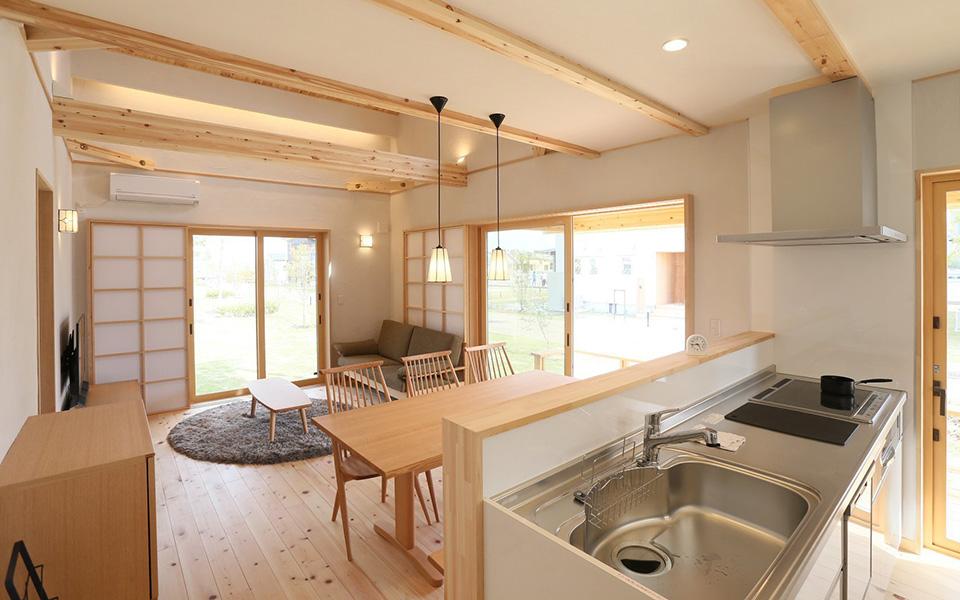 IMA キッチンとリビングイメージ
